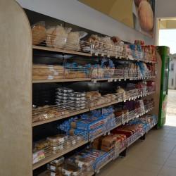 Estante - Prateleira de Pao com laterais de madeira para Supermercado